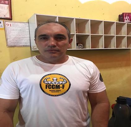Valmido Lira Santos Professor e proprietário.