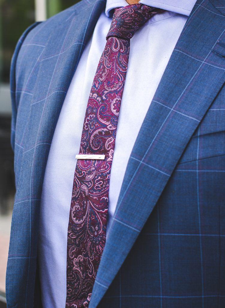 Como usar prendedores de gravata